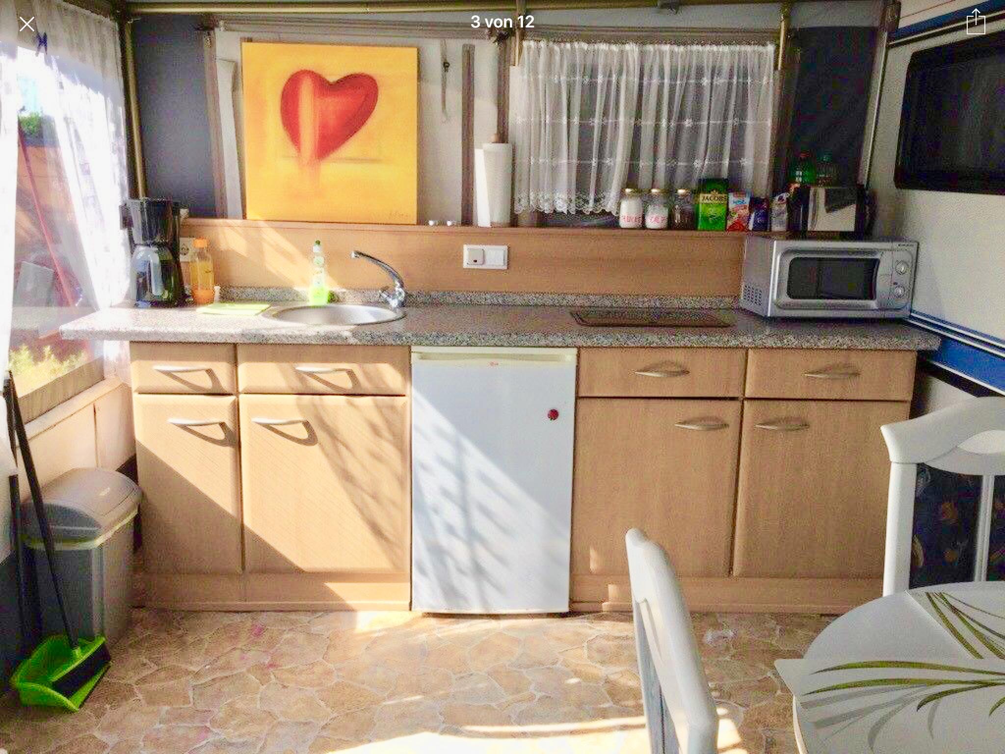 wohnwagen mit strandkorb f r 3 4 personen. Black Bedroom Furniture Sets. Home Design Ideas